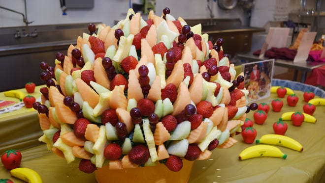 Edible Arrangements offers a food-centered alternative to fresh flowers.