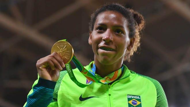 Rafaela Silva gana la primera medalla de oro de Brasil en los Juegos de Río.