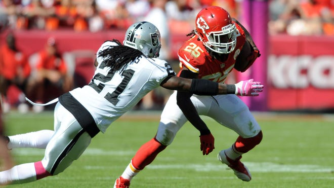 Jamaal Charles does it all for the 6-0 Chiefs.