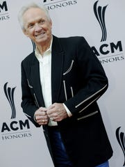 Mel Tillis is on the red carpet for the ACM Honors