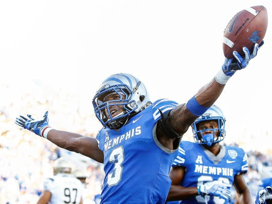 University of Memphis receiver Anthony Miller (middle)