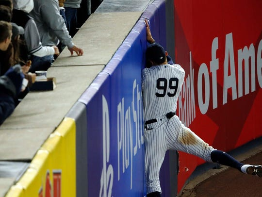 Aaron Judge makes a catch against the wall in fourth