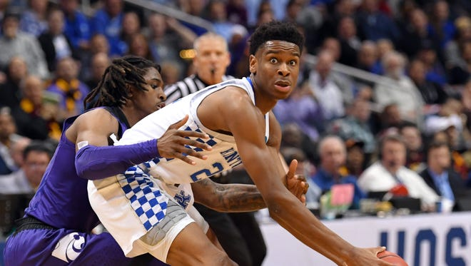 How would Kentucky Wildcats guard Shai Gilgeous-Alexander (22) look in a Suns uniform? Check out the latest NBA mock draft projections for Phoenix in the 2018 NBA draft.