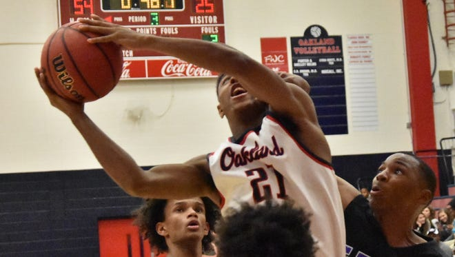 Oakland's Tavon Jelks goes to the basket during Saturday's Region 4-AAA win over Columbia.
