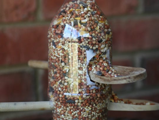 It's simple to turn a plastic bottle into a bird feeder.