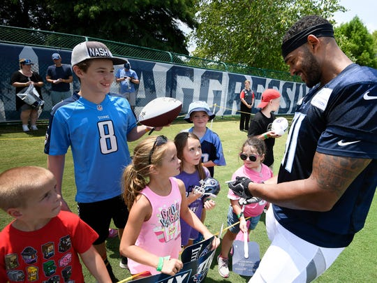 Titans linebacker Derrick Morgan (91) signs autographs