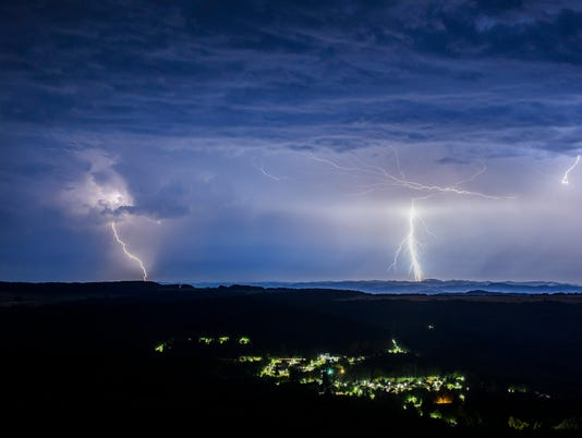 636361754605740413-Hungary-Weather-Light-njha.jpg