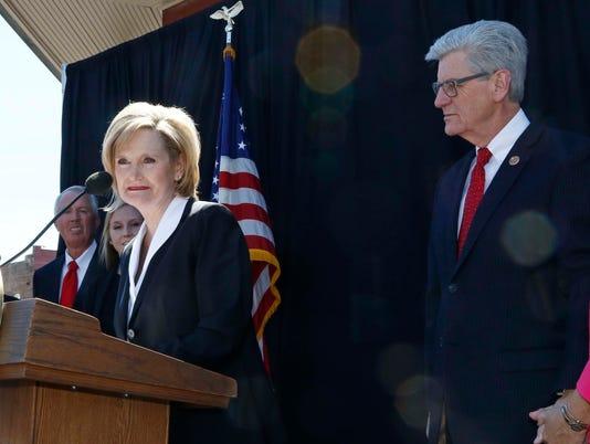 Cindy Hyde-Smith, Phil Bryant, Deborah Bryant