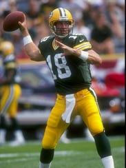 6 Sep 1998:  Quarterback Doug Pederson #18 of the Green