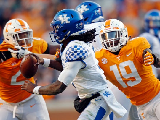 Kentucky quarterback Terry Wilson (3) is pressured