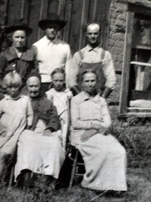 Picture, standing, from left; Lula Wingfield, unknown relative, Isaac Newton Wingfield. Seated; Opal, Grandma Robinsn, Della and Grandma Wingfield