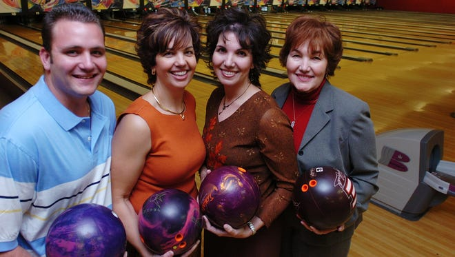 From left, Chad Hintz, Corrine Ham, Charlene Harmon and Shirley Levens at River Lanes, on State Road 50 in Titusville in 2006.  (Kathleen Hinkel/FLORIDA TODAY)