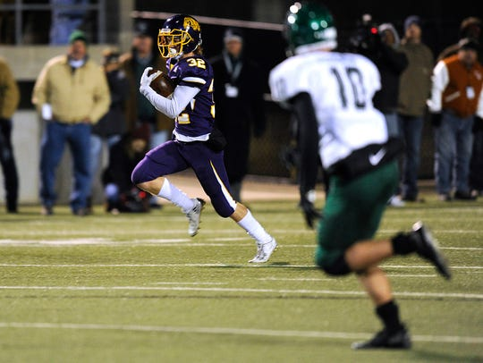 Wylie's Cason Grant (32) returns a punt during the