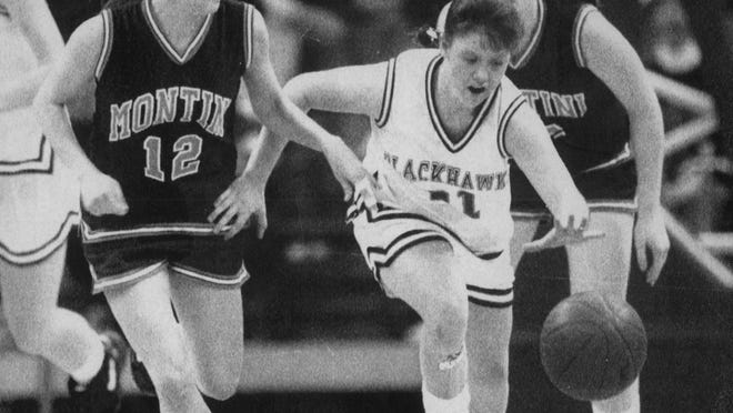 Stockton's Tracy Boyer (21) heads up court on a fastbreak against Lombard Montini at the 1993 Class A state girls basketball tourney.