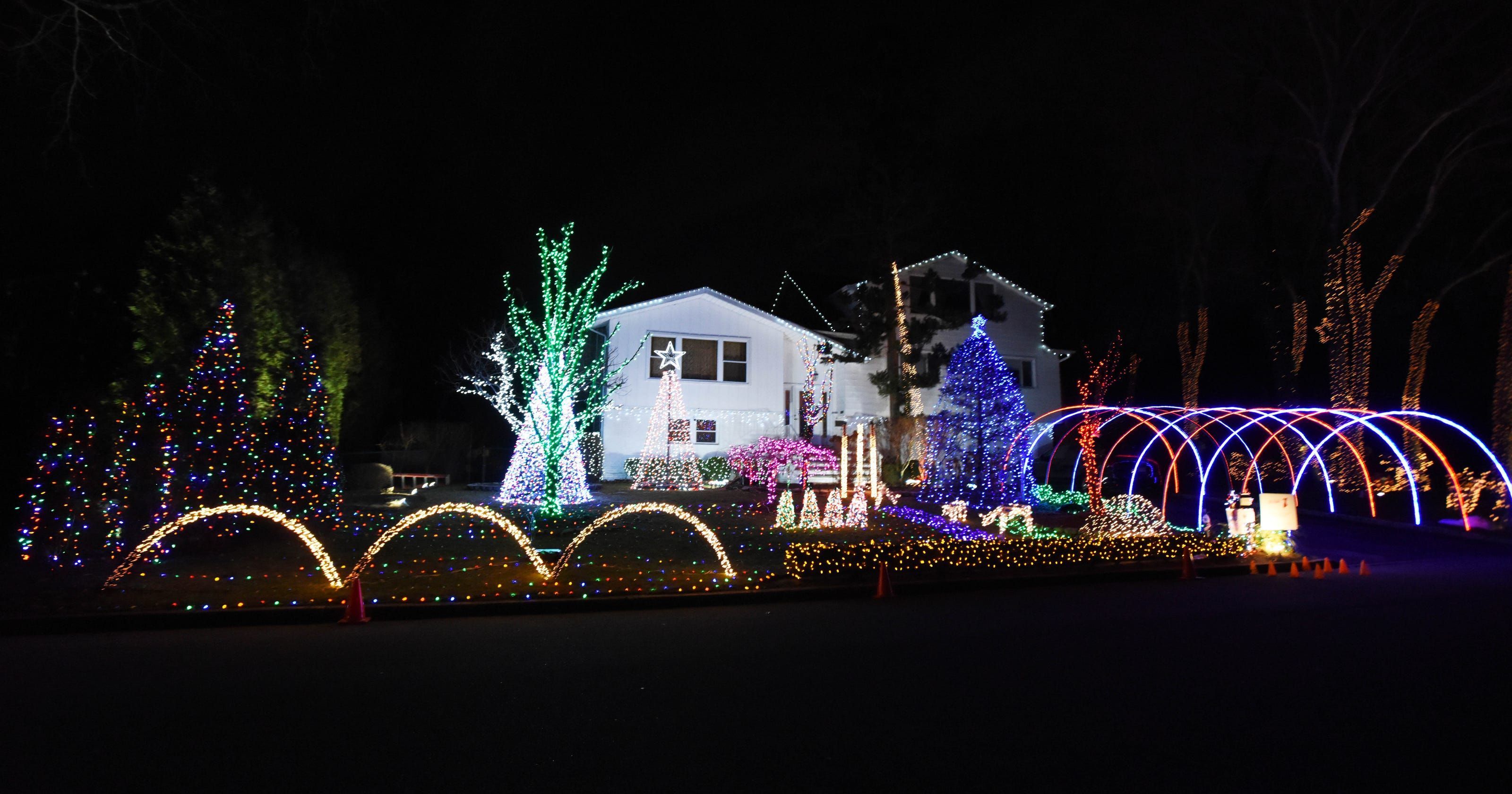 Demarest Christmas display turns tragedy to light