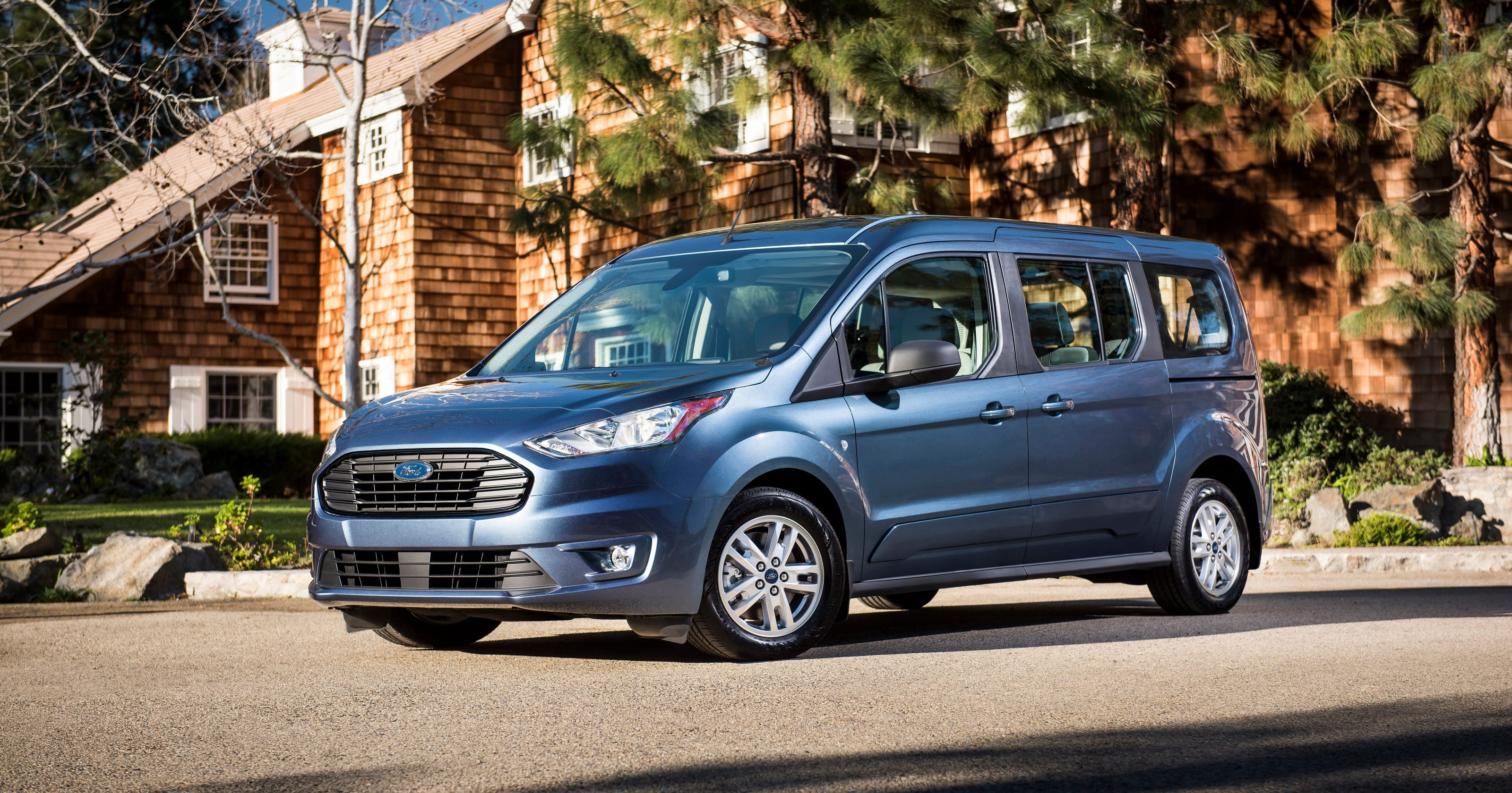 6c7da61c80 Ready to roll  Edmunds picks best small vans for businesses