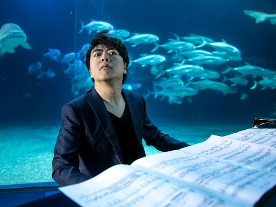 Lang Lang perfoms among the sharks at the Oceanographic of Valencia, Friday.