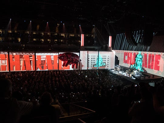 """The performance of """"Pigs"""" on Roger Waters' current"""