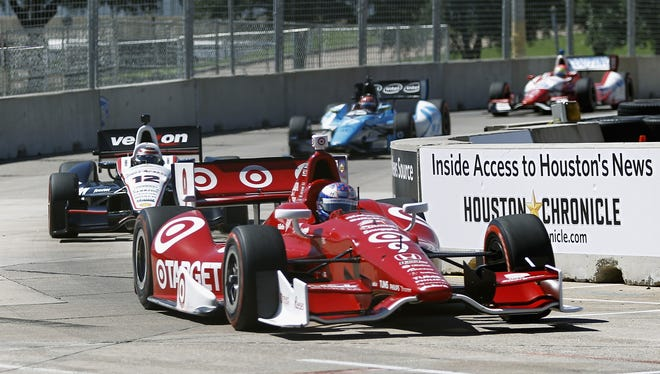 Scott Dixon has a 25-point lead on Helio Castroneves heading into the season finale.