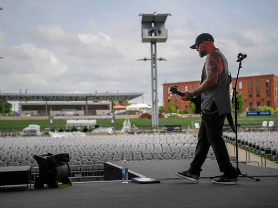Brantley Gilbert rehearses with the symphony to perform