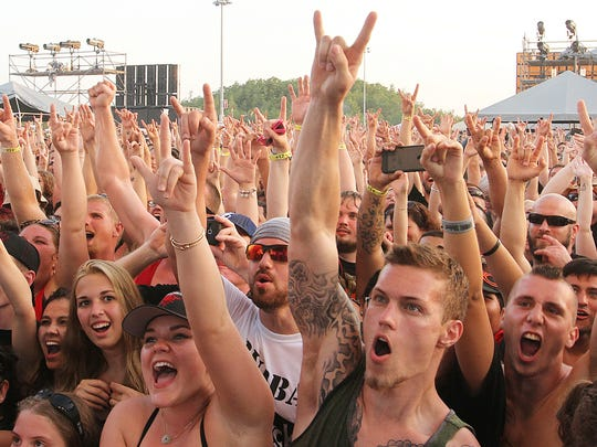 Hard rockers raise the horns for Papa Roach at Fort