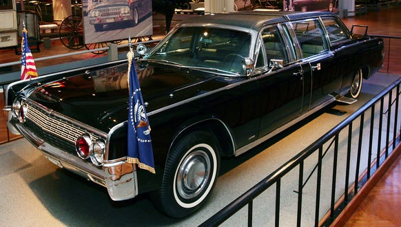 Big Crowds Turn Out To See Jfk Lincoln Limo