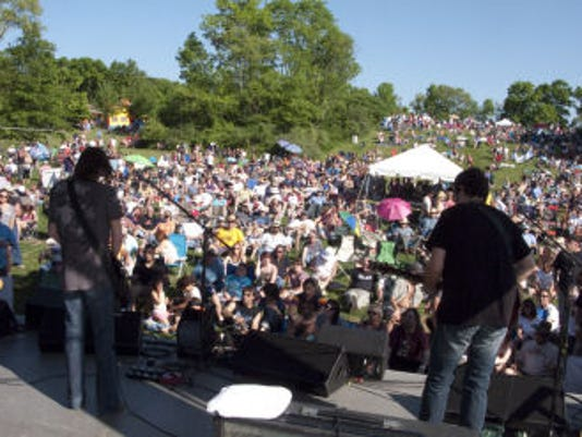 Bourbon St. crowd.jpg