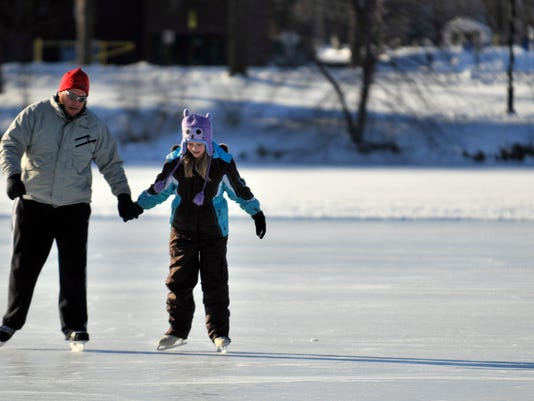 635851778856472563-Ice-skating-2.jpg