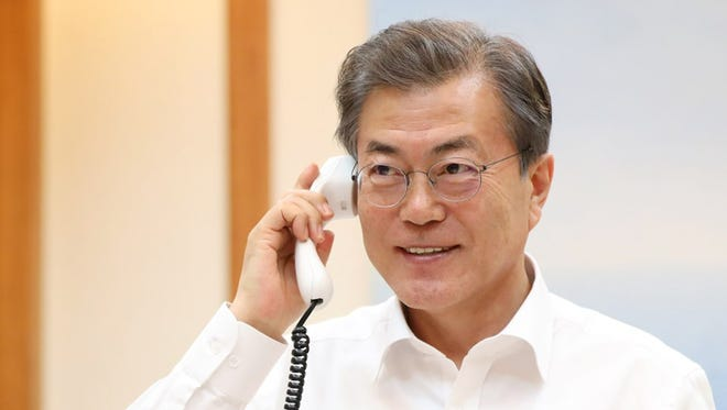 In this handout image provided by the South Korean Presidential Blue House, South Korean President Moon Jae-in talks with President Donald Trump on January 4, 2018 in Seoul, South Korea.