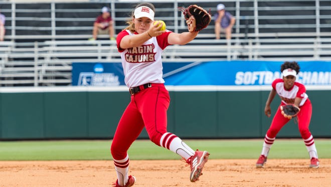 Summer Ellyson in the circle as the Louisiana Ragin Cajuns take on the Houston Cougars in the NCAA Div 1 softball tournament. Friday, May 18, 2018.