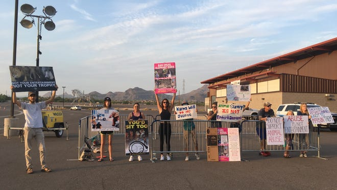 A small group of protesters demonstrated outside the circus on Friday evening.
