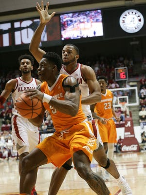 Vols forward Admiral Schofield (5) goes to the basket against Alabama forward Galin Smith (30) during the first half Saturday.
