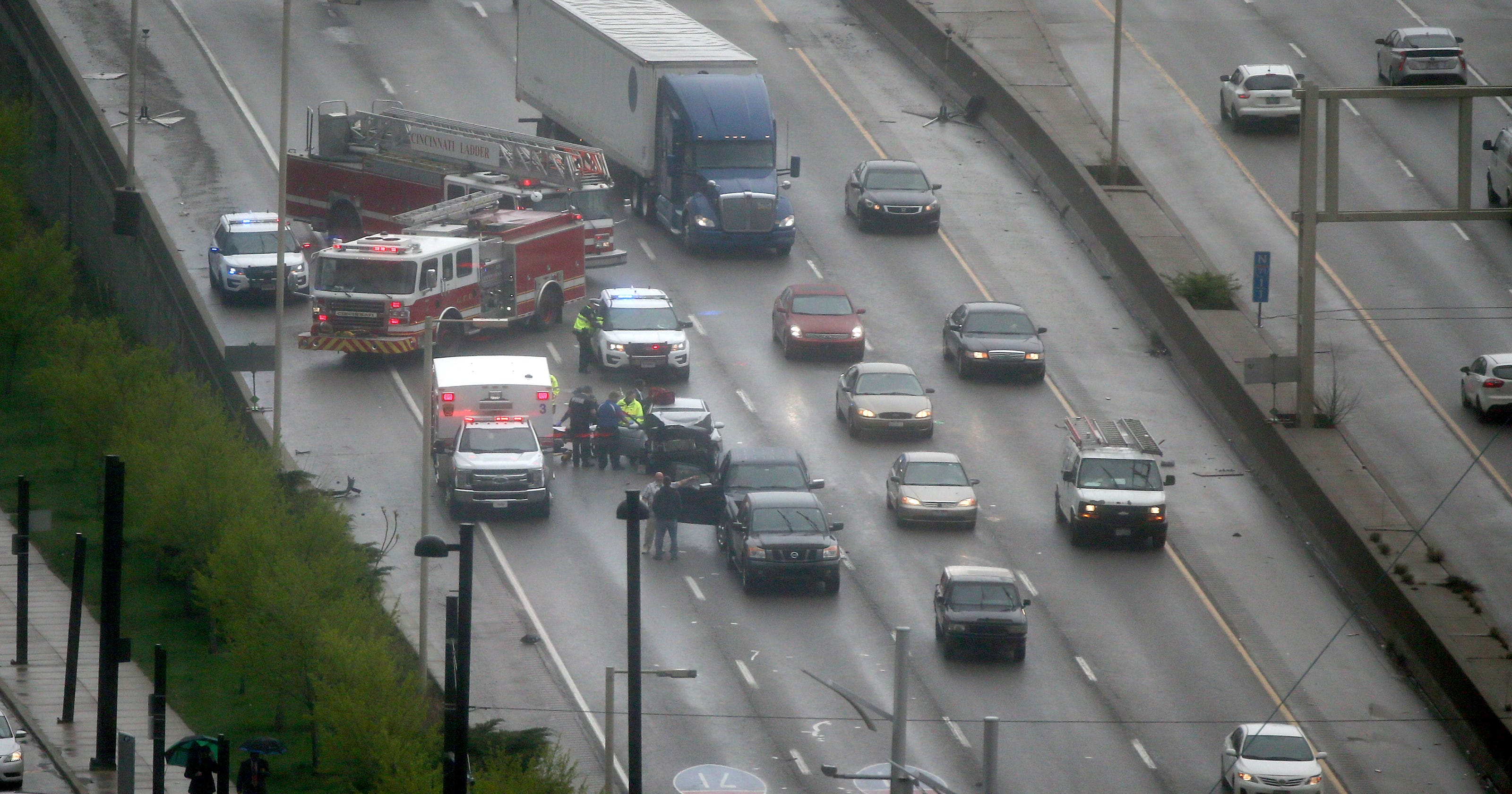 Crash blocking south lanes of I-71 past Lytle Tunnel