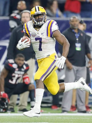 LSU Tigers running back Leonard Fournette (7) catches the ball and runs for a touchdown against the Texas Tech Red Raiders in the second quarter at NRG Stadium.