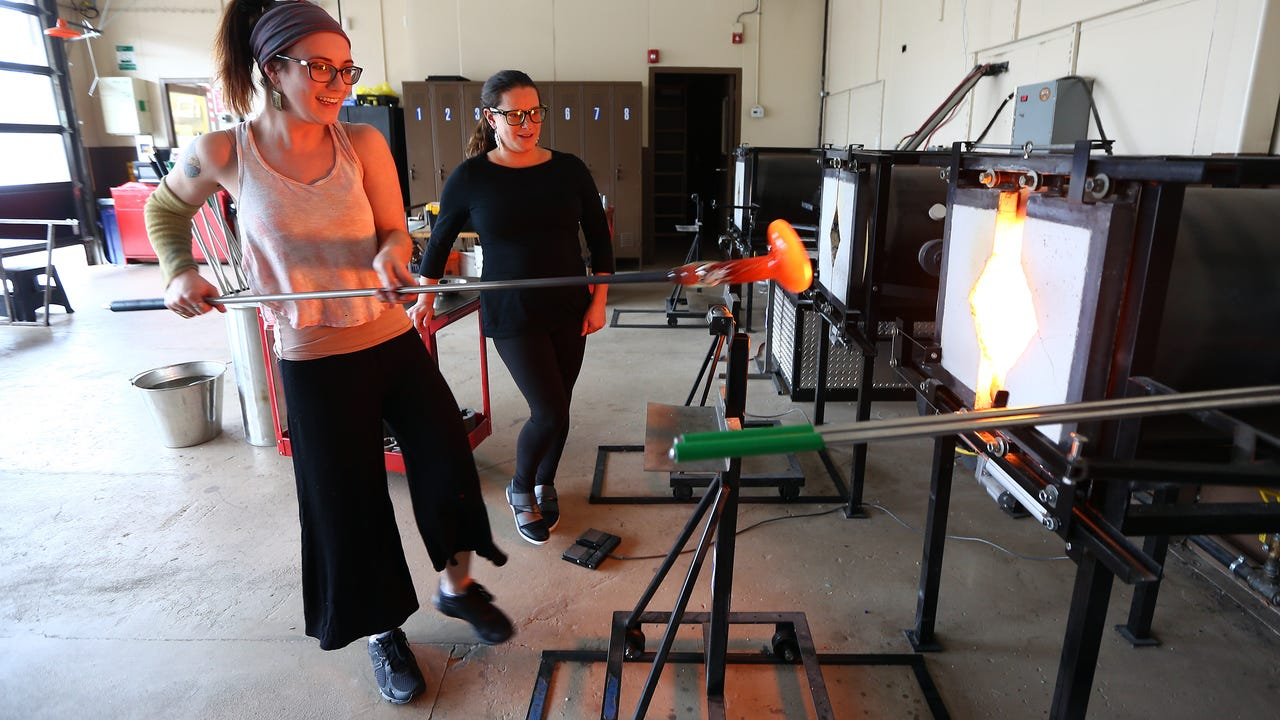 Watch: Hannah Muller creates a tall vessel with help from Michelle Knox at the Morris County School of Glass in Morristown