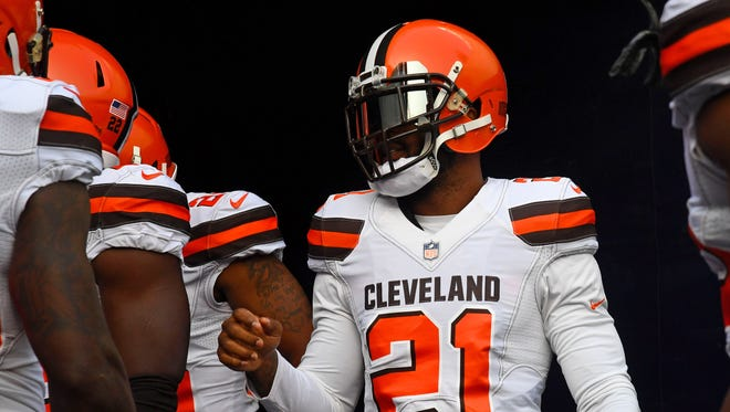 Cleveland Browns cornerback Jamar Taylor (21) takes the field before the game against the Chicago Bears at Soldier Field.