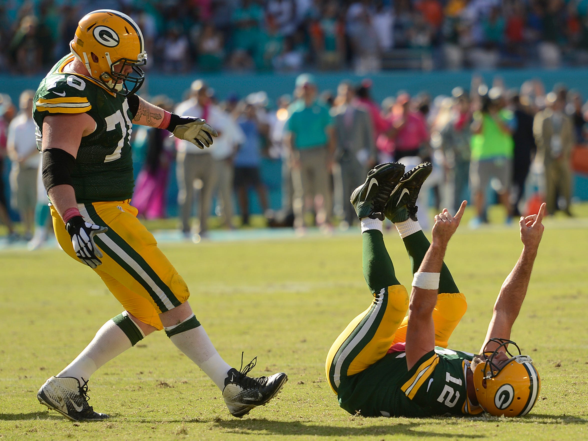 Packers quarterback Aaron Rodgers celebrates after