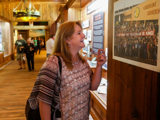 Penny Griffin, of Springfield, looks at a picture at