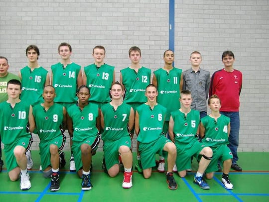 Current Purdue freshman Matt Haarms, back row, second from right, with his Harlemlakers U16 team in 2012.