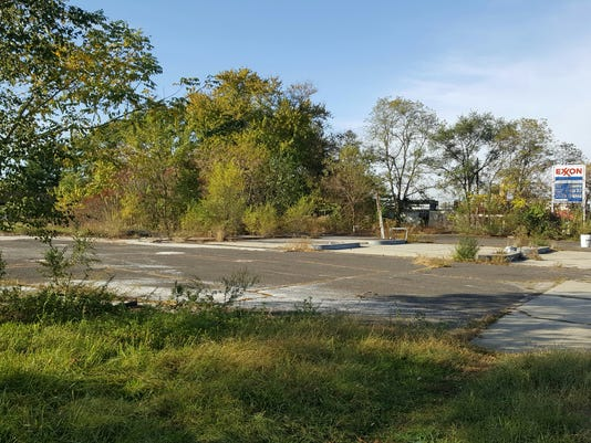 636455783387336774-Blighted-Lumberton-site-of-future-CVS-at-Main-and-route-38-20171103-095553-resized-3.jpg