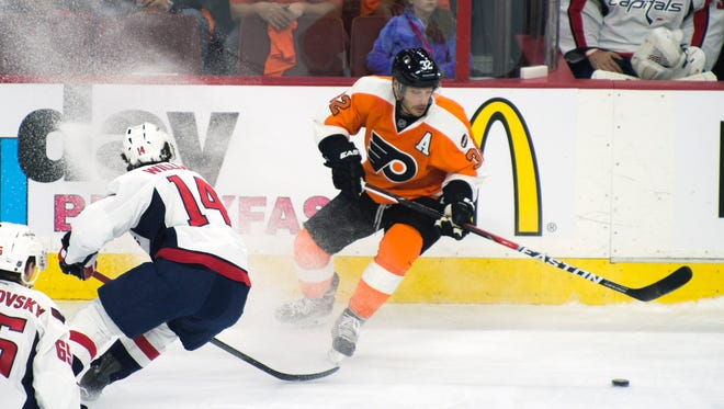 Flyers' Mark Streit handles the puck against Washington Wednesday night in Philadelphia.