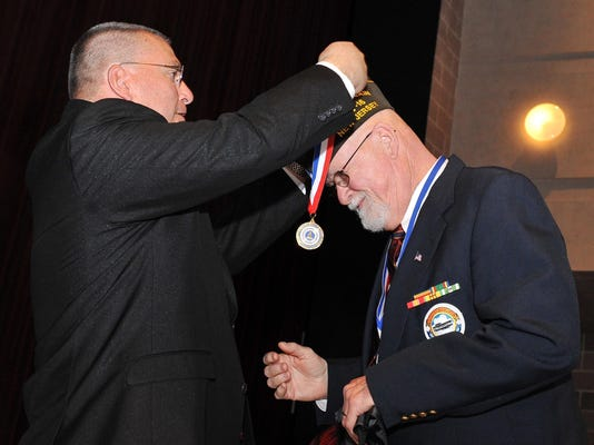 -Military Service Medal Ceremony 2.jpg_20160324.jpg
