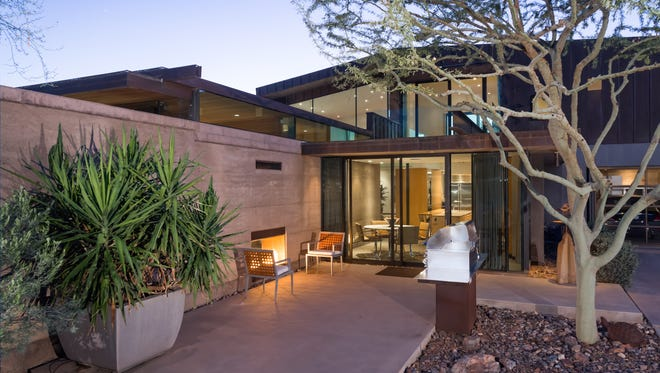 Lester Knispel, a business manager who has handled the finances of clients including Shaquille O'Neal and Kim Kardashian, purchased this modern 7,156-square-foot mansion in Paradise Valley's Metes and Bounds community.