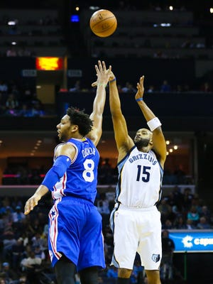 Vince Carter (15) and the Grizzlies handed Jahlil Okafor (8) and the 76ers their 28th straight loss.