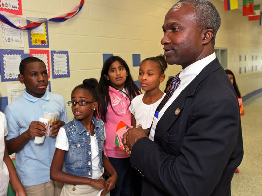 Plainfield Mayor Adrian Mapp meets with students with the Plainfield Community Outreach 21st Century after school program at Clinton Elementary School.