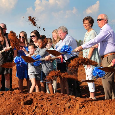 Several people participated in the turning of ground