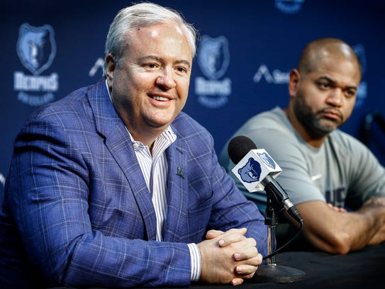 Memphis Grizzlies General Manager Chris Wallace (left)