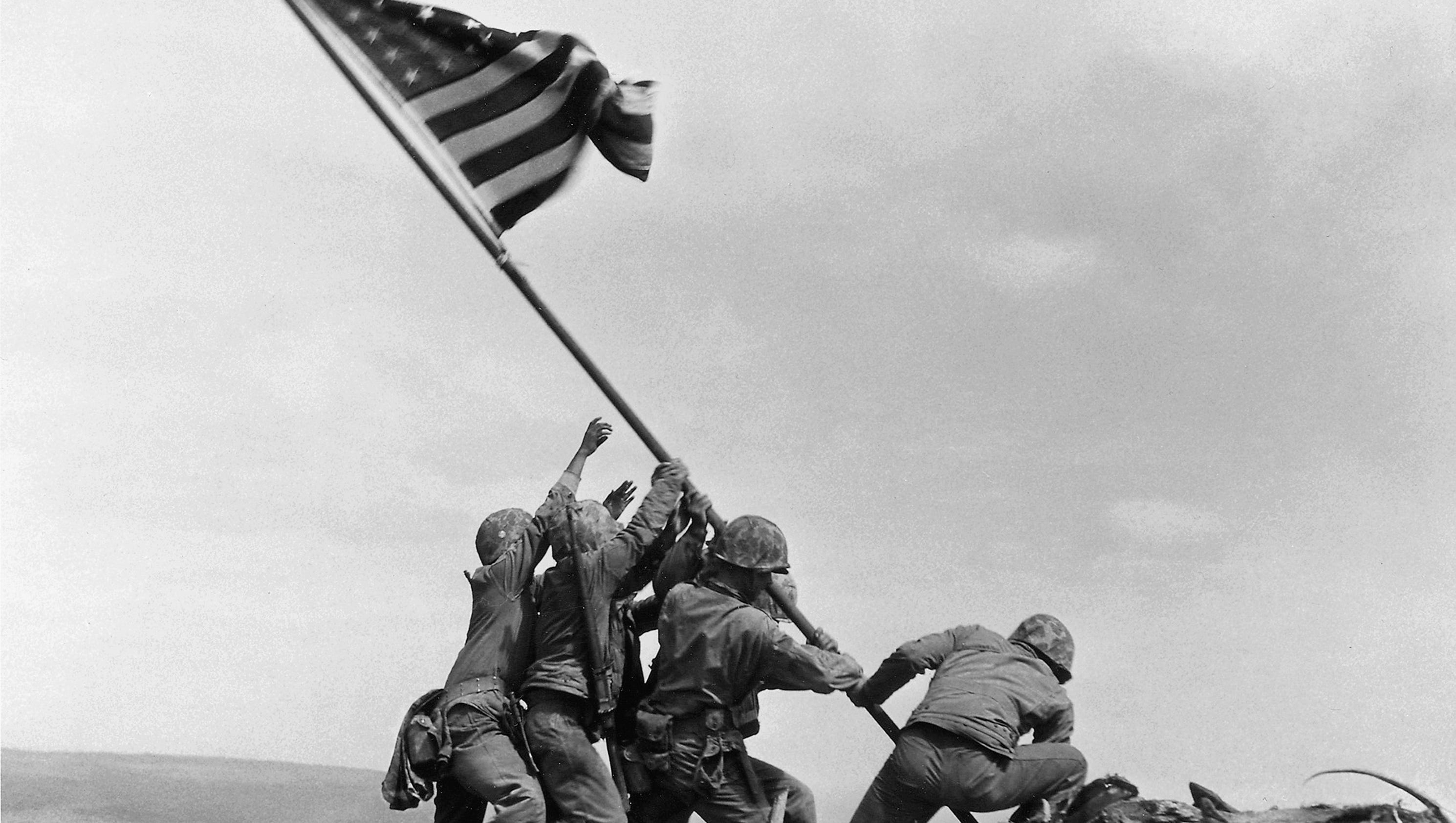 photo of iwo jima Iwo jima, a tiny island 660 miles south of tokyo, was the site of an intense 36-day battle that began feb 19, 1945, between about 70,000 marines and 18,000 japanese soldiers.