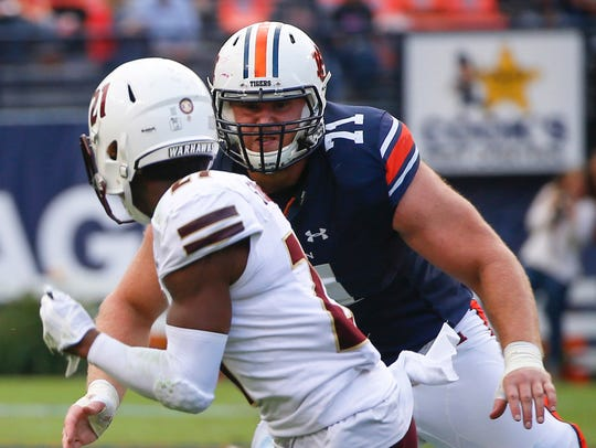 Auburn offensive lineman Braden Smith (71)