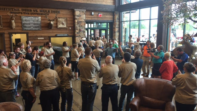 More than 4,000 lined up Wednesday to run a gauntlet of applauding Cabela's workers for the store's opening.